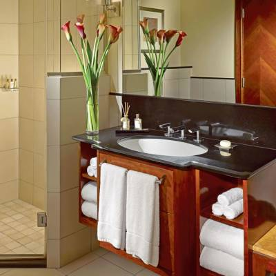 Shangri-La Residences Bathroom