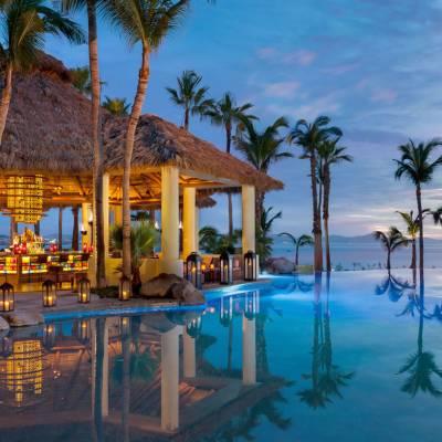 Agua Bar and pool