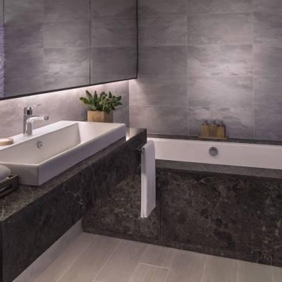 Hibiscus Deluxe Room bathroom