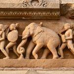 Besonders die Skulpturen machen Khajuraho zum spannenden Indien Reiseziel