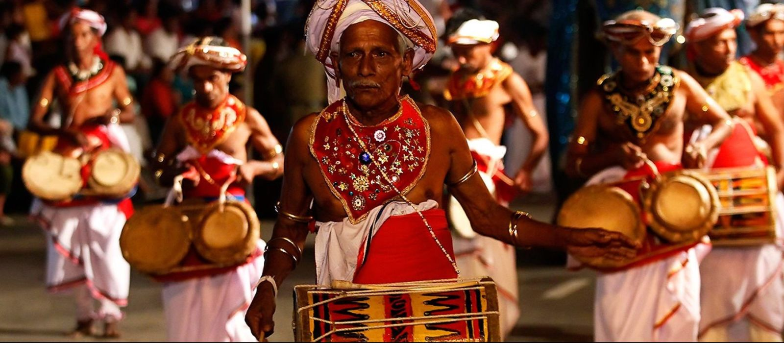 Highlights of Sri Lanka - Experience the festival of Perahera at Kandy in Sri Lanka with Enchanting Travels