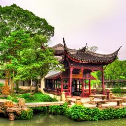 Der Humble Administrators Garden in Suzhou mit üppigen Bäumen