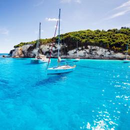 Segelboote in einer Bucht, Paxos, Griechenland
