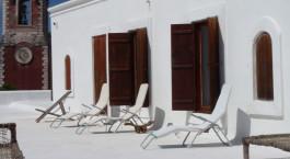 Liegestühle auf der Dachterrasse des Terraco das Quitandas Hotels in Ilha de Mozambique