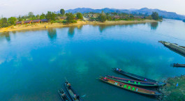 Overview des Flusses im Hotel Riverside – Hsipaw Resort in Hsipaw, Myanmar