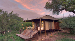 Zeltaußenansicht im  Ngala Tented Camp in Kruger, Südafrika