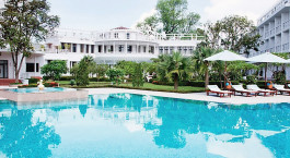 Poolanlage des Azerai - La Residence Hue Hotel in Huè, Vietnam