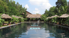 Enchanting Travels - Asien Reisen - Vietnam - Pilgrimage Village - Pool