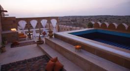 Pool im Hotel Suryagarh in Jaisalmer, Nordindien