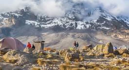 Aussicht auf die schneebedeckten Gipfel des Kilimandscharo