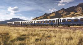 Zug vor dem Belmond Andean Explorer in Cusco, Peru