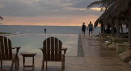 Pool im Bar Reef Resort Hotel in Kalpitiya, Sri Lanka