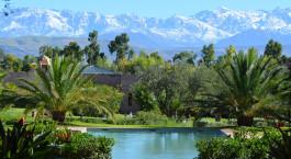 Pool mit Blick auf die Berge im The Capaldi in Hoher Atlas, Marokko