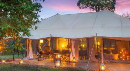 Abendlich beleuchtetes Safarizelt
