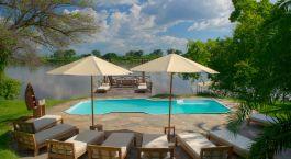 Pool im Kanyemba Lodge in Lower Zambezi, Sambia