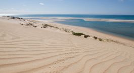 Puderzuckerstrand in Nazaruto, Mosambik