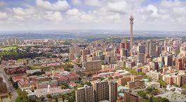 Skyline der Metropole Johannesburg in Südafrika