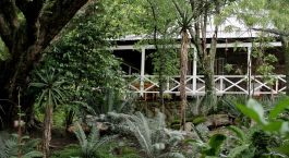 Exterior view of Reilly's Rock Hilltop Lodge in Ezulwini, Africa