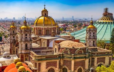 Blick auf die Basilika Unserer Lieben Frau von Guadalupe in Mexiko-Stadt