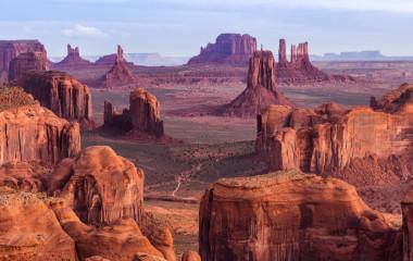 Sonnenaufgang in der Nähe des Monument Valley, Arizona, USA