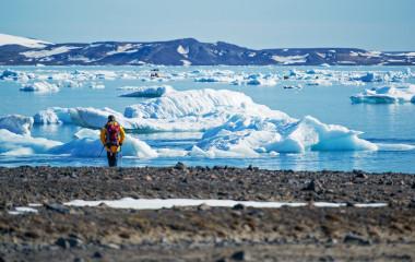 Arktis Reisen: Expedition auf Eisfeld