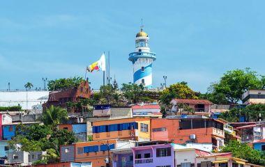 Koloniale Häuser und Turm in Guayaquil