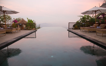 Infinity Pool des  Moding-Coffee-Plantation-Nature-Resorts