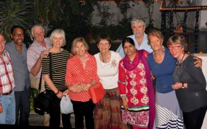 Gruppenfoto mit Touristen beim Fest der Lichter Diwali in Indien
