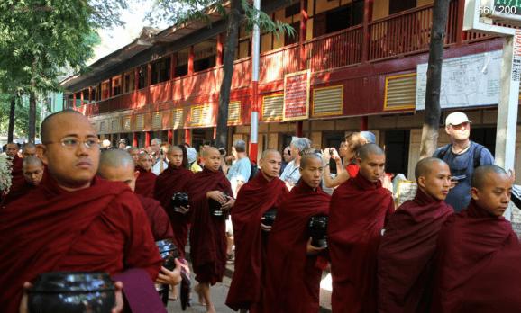 Myanmar Reisebericht - Mönchszeremonie