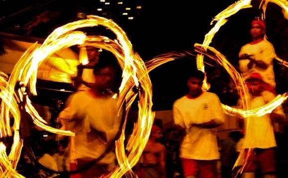 Feuertänzer beim Kandy Perahera