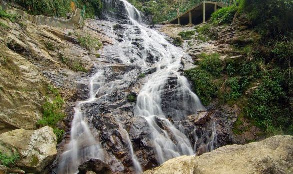 silver-waterfall-vietnam-asia-586x435
