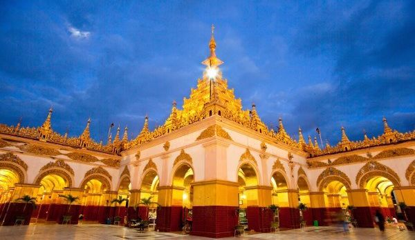 Beautiful architecture of Mahamuni paya temple , Mandalay Myanmar, shutterstock_125749247