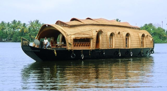 Hotel-India-Alleppey-PunnamadaHouseboat-1