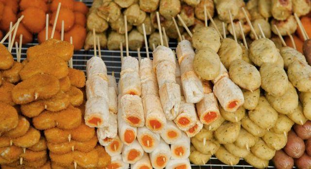 Südostasiatisches Street Food: Snacks in Penang, Malaysia