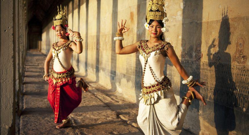 Kambodschanerinen bei einer Tanzdarbietung
