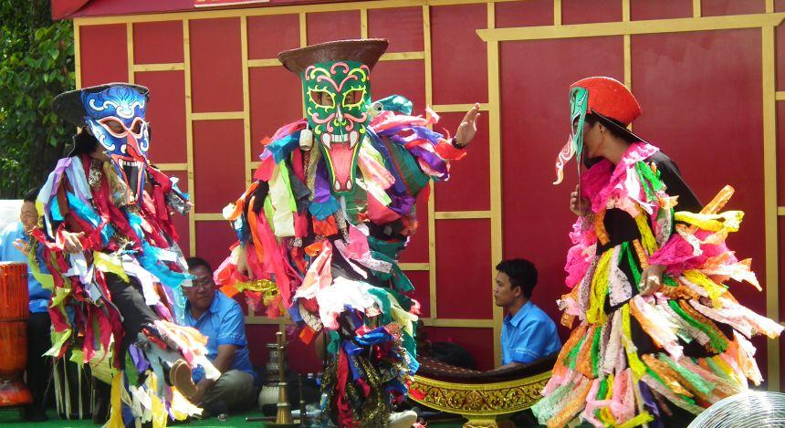 Verkleidung bei der Parfümfestival in Hanoi, Vietnam