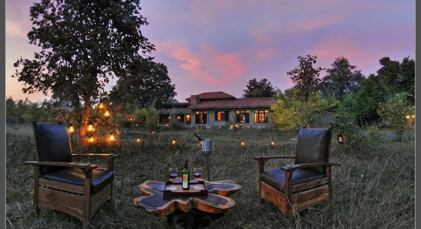 Safari in India: Kings Lodge Bandgavgarh bonfire