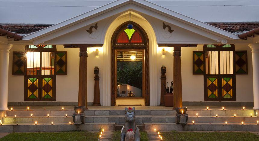 Eingang zum Purity Resort Hotel in Kerala, Indien