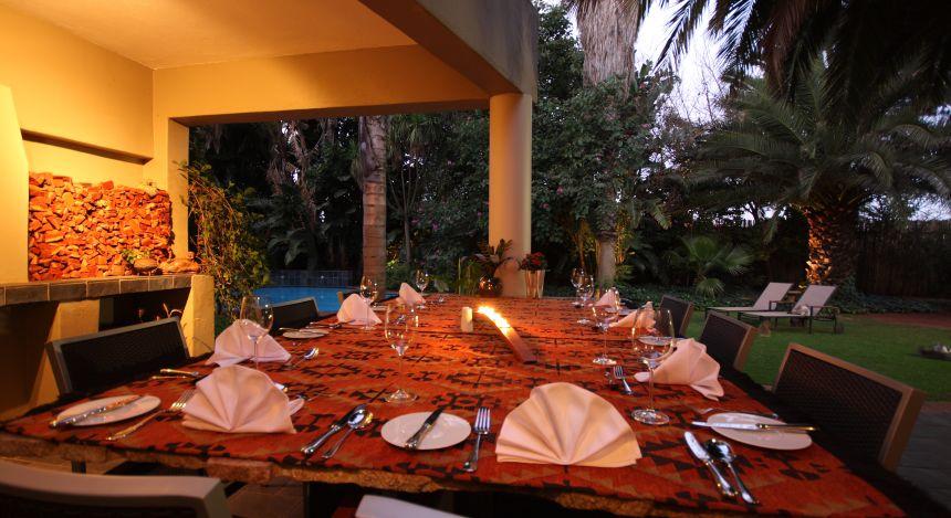 Terrasse und Pool im African Rock Hotel in Johannesburg, Südafrika
