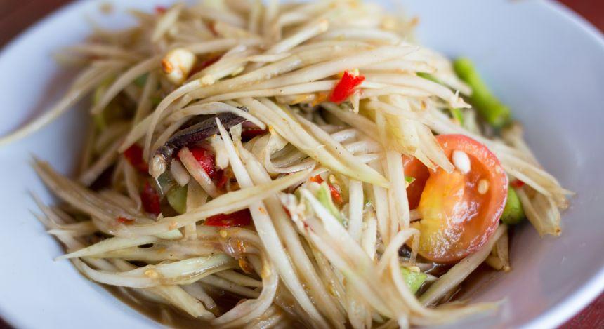 Südostasiatisches Street Food: Som Tam, ein knackiger Papayasalat aus Laos