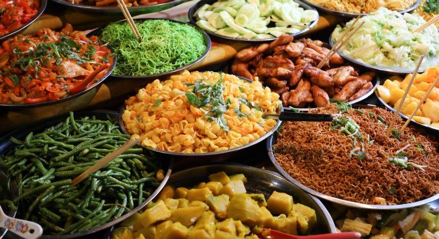 Südostasiatisches Street Food: Nachtmarkt von Luang Prabang