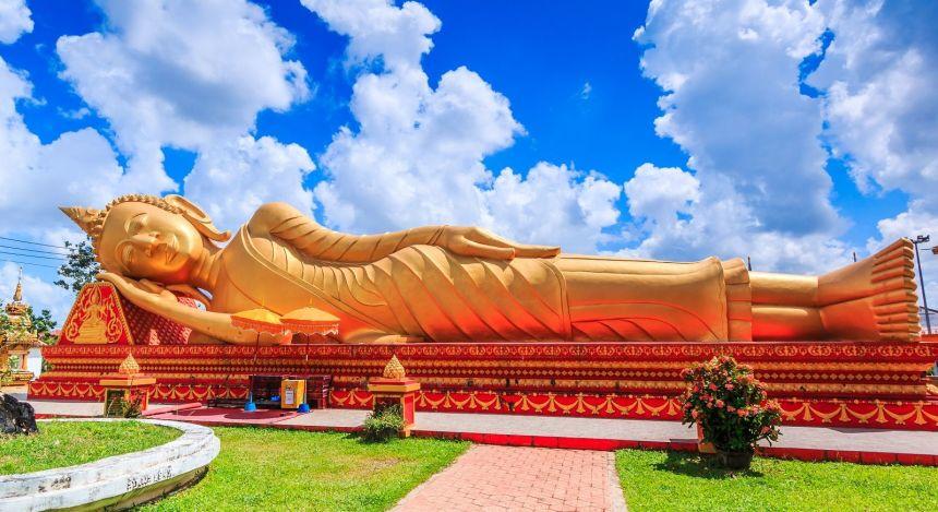 Liegende Buddha-Statue aus Gold