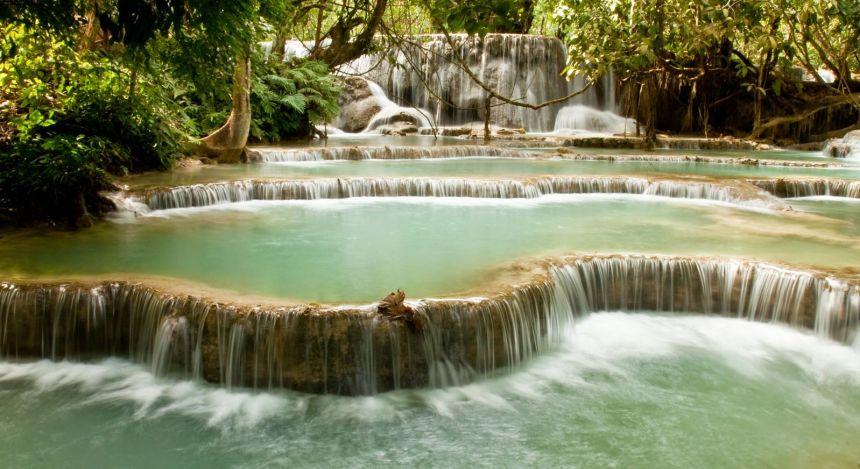 Fluss und Wasserfall in Laos