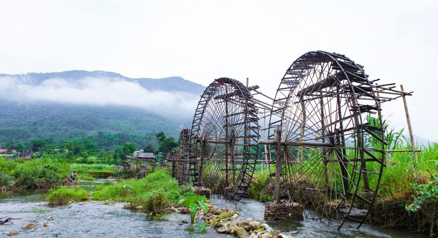 Enchanting Travel Vietanam Tours Pu Luong Nature Reserve water wheel on stream, Thanh Hoa
