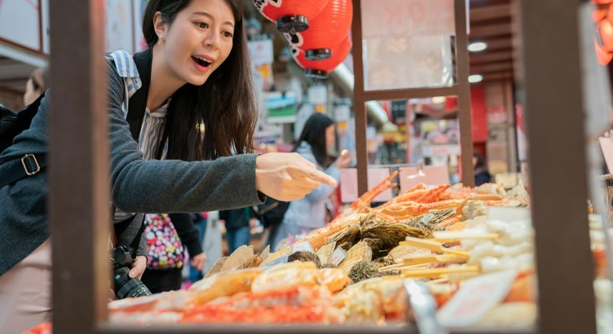 Find fresh and delicious Japanese street special at food stalls in Osaka