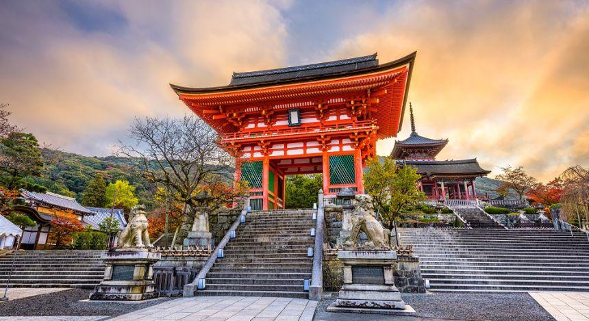 Kiyomizu temple in autumn season