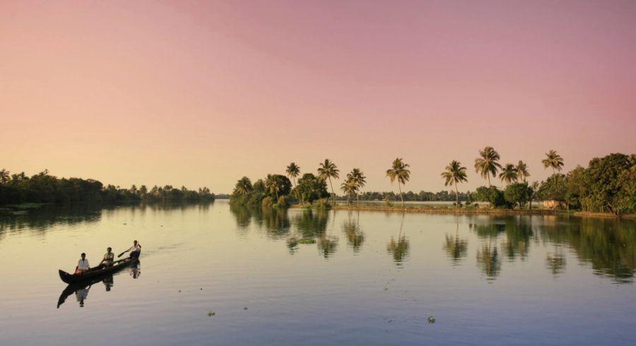 Backwaters von Kerala in der Dämmerung