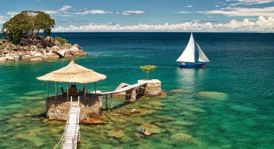 Azurblauer See in Malawi