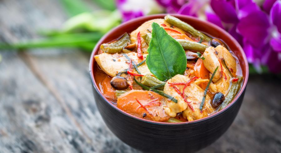 Thai Street Food - Feuriges thailändisches rotes Curry