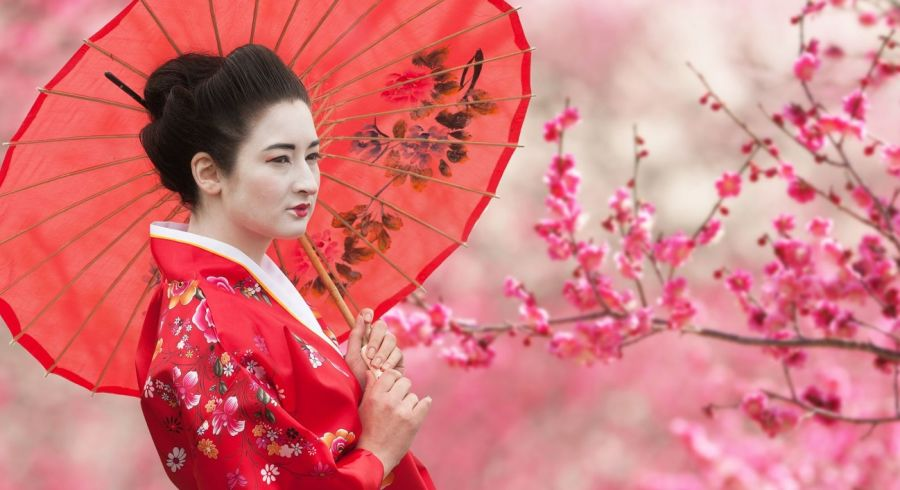 Enchanting Travels Japan Vacations - Best time to travel to Japan - geisha